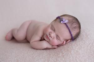 foceni-novorozencu-anicka-8-dni