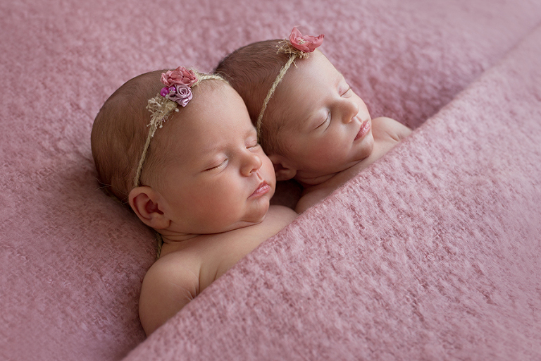 foceni-novorozencu-dvojcata-alenka-romanka